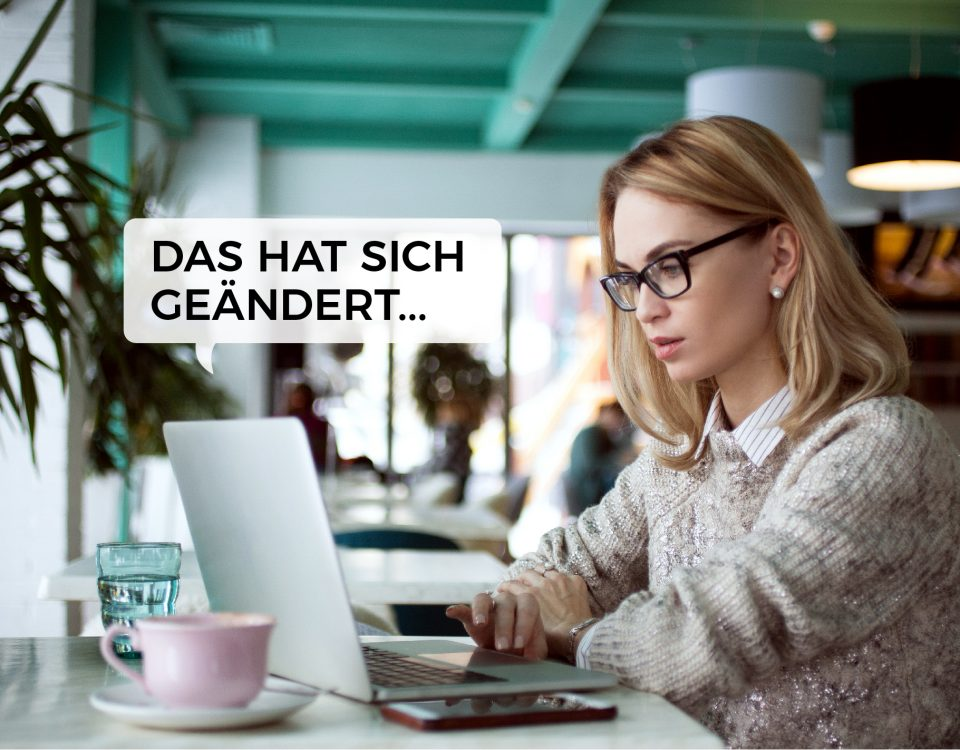 woman in front of laptop that has changed in German