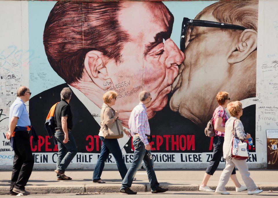 east side gallery The kiss berlin