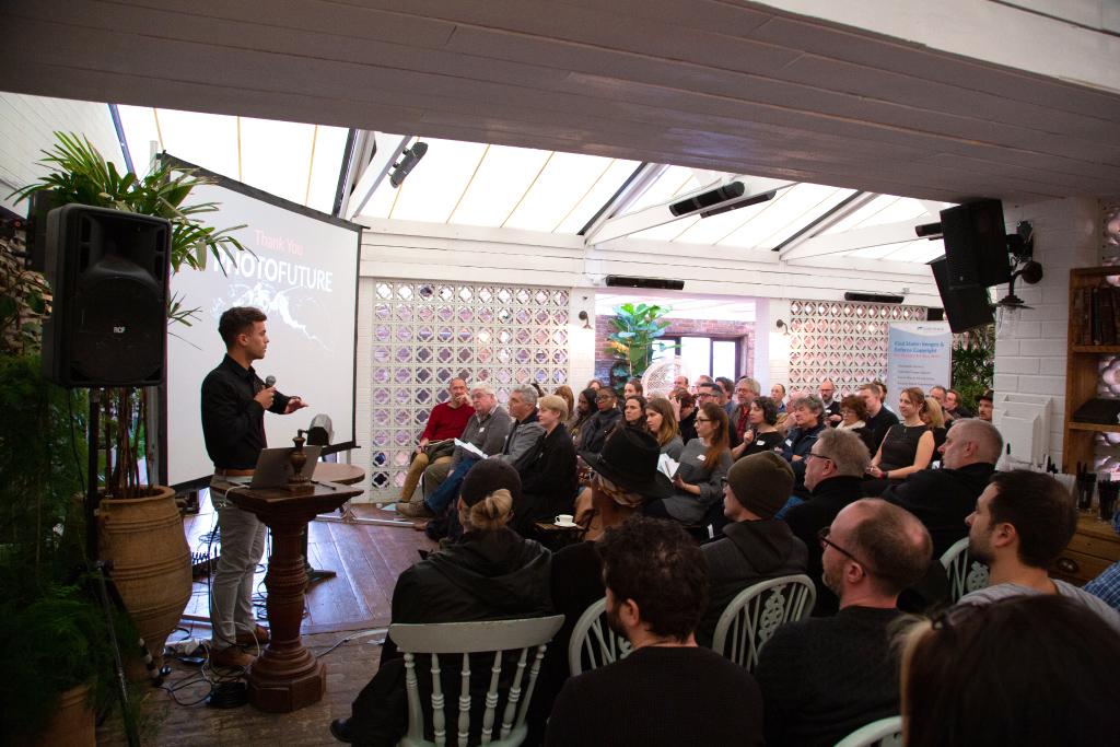 COO Sandro Maeder spricht auf der Photofuture zu Bilderdiebstahl online